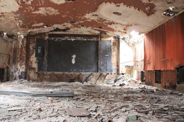 30 Jahre Leerstand haben den Verfall ermöglicht: Blick in den Kinosaal. Foto: Thomas Grahl