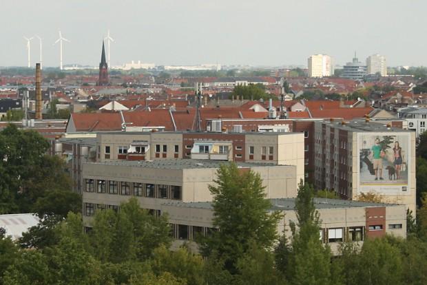 Leipziger Dächerkulisse: Noch wächst die Stadt auf Kosten ihres Umlandes. Foto: Ralf Julke