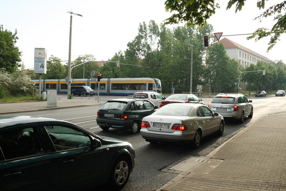 Kreuzung Max-Liebermann-Straße (vorn), Delitzscher Straße (Bildmitte) und Essener Straße. Foto: Ralf Julke