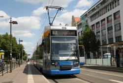 Straßenbahn der Linie 9 am Connewitzer Kreuz. Foto: Ralf Julke