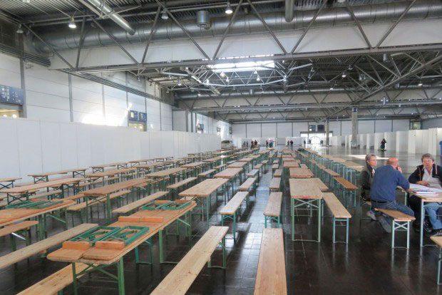 Die Messehalle 4 wurde für bis zu 2.000 Flüchtlinge hergerichtet. Foto: Matthias Weidemann