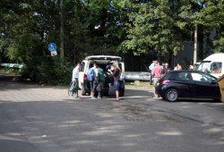 Mit Taxis wurden die letzten Bewohner in die Friederikenstraße gebracht. Foto: Alexander Böhm