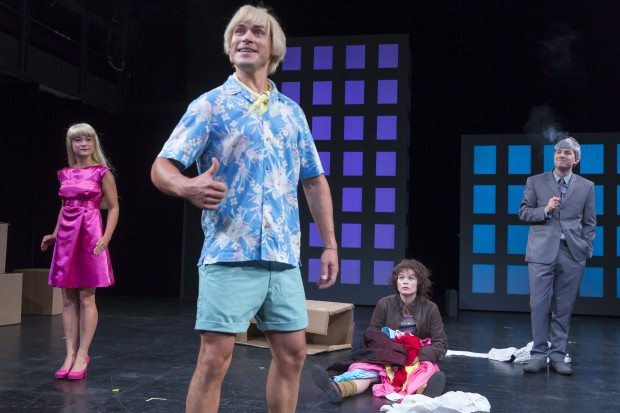 Bibigirl (Katja Göhler) und Bubiboy (Martin Klemm) ähneln auffällig Barbie und Ken. Foto: Tom Schulze