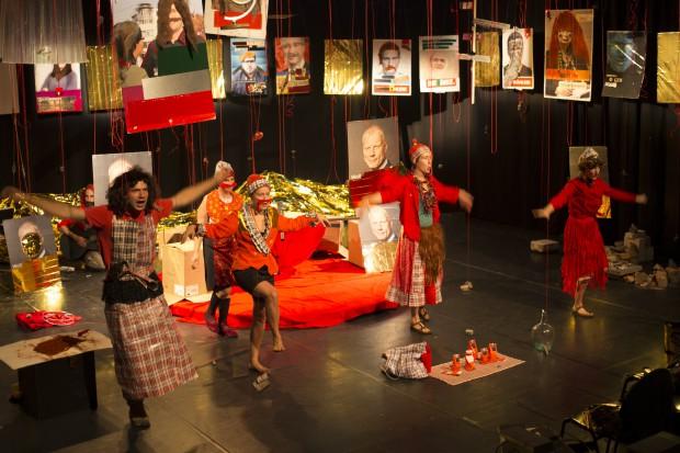 Die Pap-Familie tanzt im Lofft. Foto: Max Bodenstedt