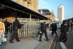 Polizeisperren werden erneut am Hbf. aufgebaut. Foto: L-IZ.de