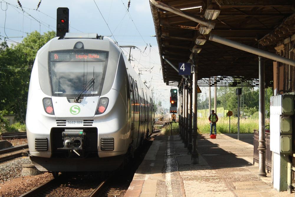 Gleich kommt die Tarifgrenze: S-Bahn in Markkleeberg-Gaschwitz. Foto: Ralf Julke