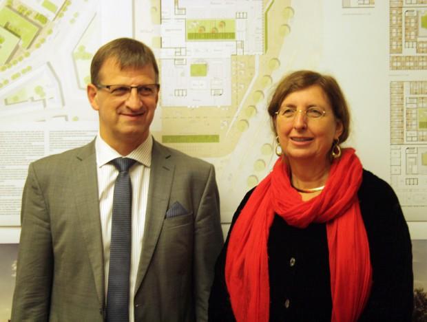 S&G-Geschäftsführer Dr. Ingo Seidemann und Baubürgermeisterin Dorothee Dubrau bei der Vorstellung der Entwürfe. Foto: Ralf Julke