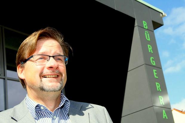 Brachte frischen Wind in die Rathausflure von Markranstädt: Bürgermeister Jens Spiske. Foto: Matthias Weidemann