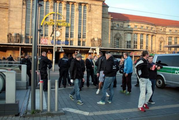 Sportive Teilnehmer sind bei Legida auch heute wieder vertreten. Heute finden polizeiliche Vorkontrollen statt. Foto:L-IZ.de