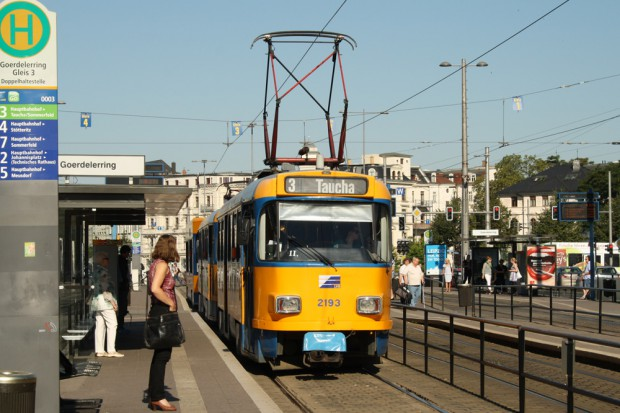 Tatra-Straßenbahn der LVB am Goerdelerring. Foto: Ralf Julke
