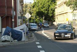 Dauerhaftes Provisorium: Der Radstreifen endet einfach an der Löhrstraße. Foto: Ralf Julke