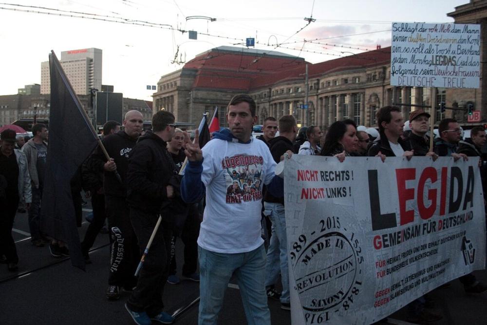 Wofür es mittlerweile alles T-Shirts gibt. Zumindest verdienen noch einige am Treiben in Leipzig. Foto: L-IZ.de