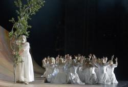 Die Töchter des Danaos auf der Flucht (Michael Pempelforth, Chor). Foto: Bettina
