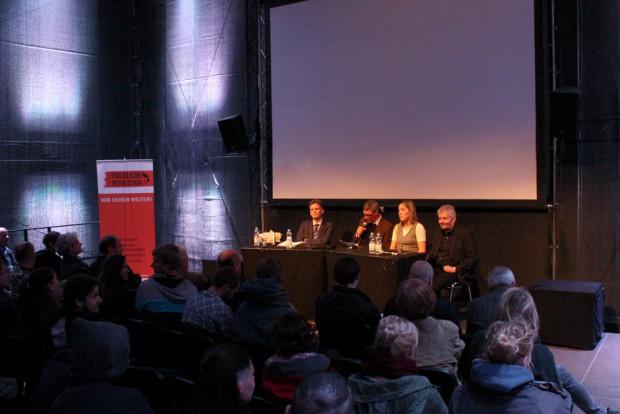 Am Wilhelm-Leuschner-Platz diskutierte man über den Überwachungsstaat. Foto: Alexander Böhm