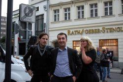 Cem sieht nach den Rechten. An seiner Seite schon länger in leipzig am Beobachten. Jürgen Kasek, Vorstan der sächsischen Grünen und Mitorganisator bei NoLegida. Foto: L-IZ.de