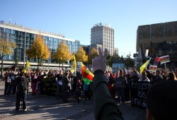 Demonstranten forderten Frieden in der Türkei. Foto: Alexander Böhm
