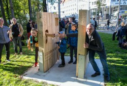 """Einweihung des Nachdenke-Ortes """"Denk mal! im öffentlichen Raum, für Integration und starke Nachbarschaften!"""" Foto: Holger Simmat"""