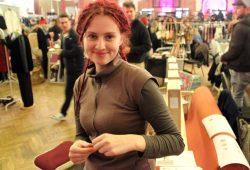 Die spinnende Freeda Breitenbach. Foto: Volly Tanner