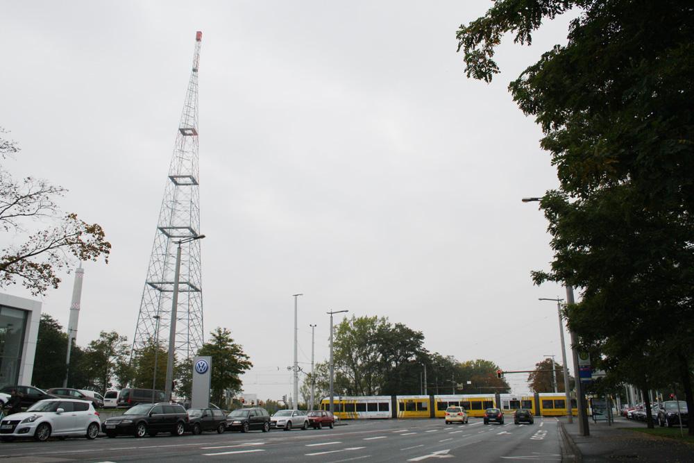 Neue Landmarke an der Richard-Lehmann-Straße: der 190 Meter hohe neue Funkturm. Foto: Ralf Julke