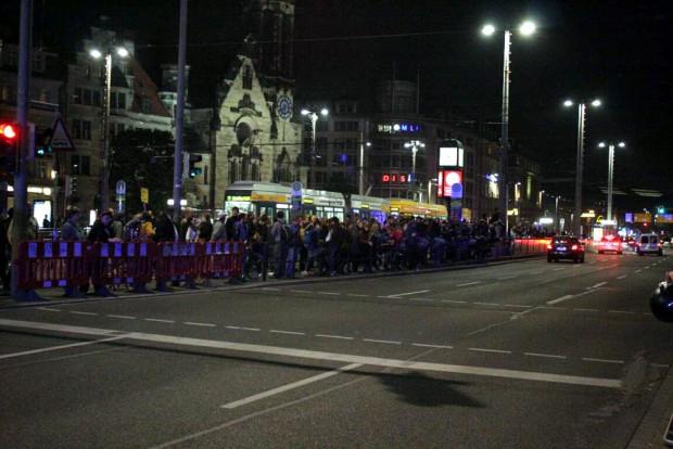 Legida auch heute wieder bereits vor und beim Abmarsch mit Lärm begrüßt: Gegenprotest am Goerdeler Ring. Foto: L-IZ.de