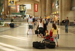 Der Querbahnsteig des Hauptbahnhofs Leipzig heute. Foto: Ralf Julke