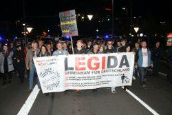 Legida Marsch ... und nur strahlende Gesichter ... Foto: L-IZ.de