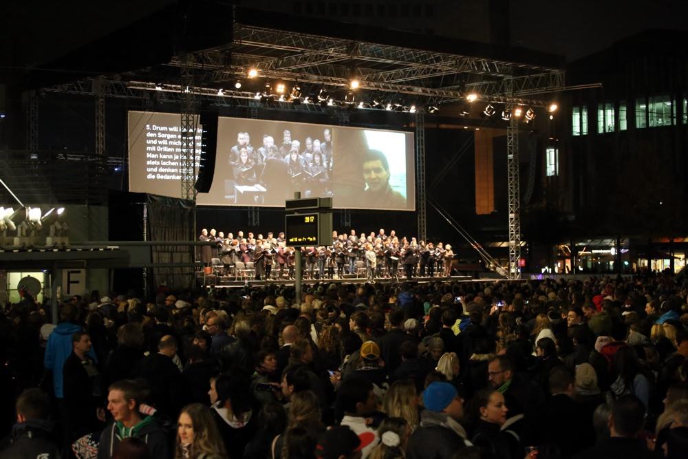 25.000 Menschen kamen 2015 zum Lichtfest auf den Augustusplatz. Foto: L-IZ.de
