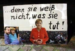 Mutti ist das Ziel - jetzt wo sie Pro-Asyl ist, natürlich ganz deutlich. Aber wieso lassen patriotische Deutsche ihren Müll in der Innenstadt zurück? Die Verlotterung des Abendlandes hat begonnen! Foto: L-IZ.de