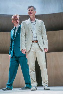 Nathan (Ralph Jung) und Sultan Saladin (Hermann Große-Berg). Foto: Jochen Quast / Theater Erlangen