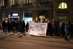"""Offenkundige NPD-Nähe bei Legida. NPD-Stadtrat Enrico Böhm regelmäßiger Teilnehmer und die """"UnserLand""""-Aktion läuft fröhlich mit. Foto: L-IZ.de"""