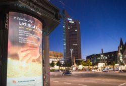 Rund 150 City-Light-Plakate (CLP) werben z.B. in der Partnerstadt für das Lichtfest Leipzig. Foto: Christian Modla