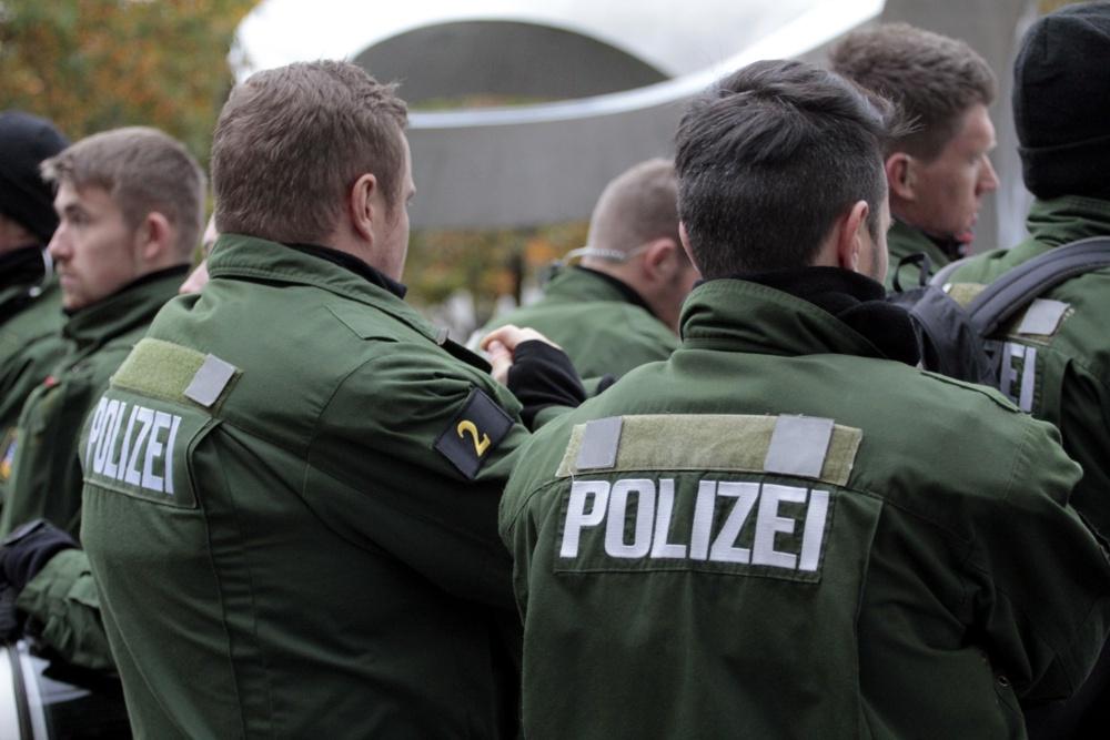 Polizisten im Demo-Einsatz. Foto: L-IZ.de