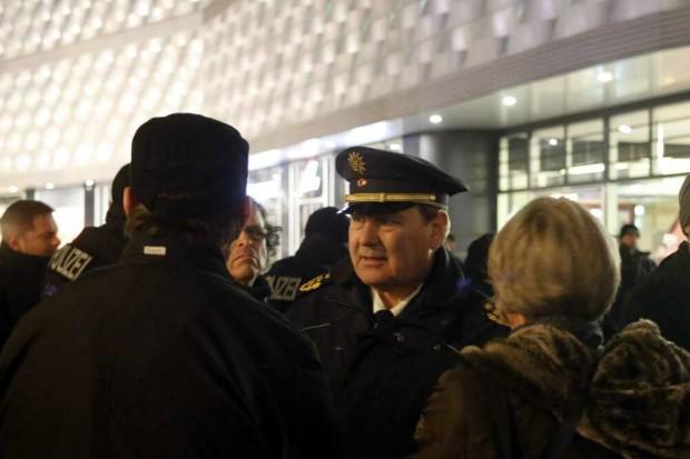 Polizeipräsident Bernd Merbitz sieht mal wieder nach den Rechten. Foto: L-IZ.de
