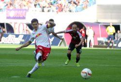 Dominik Kaiser verwandelt einen Freistoß in das 1:0 in der 8. Minute. Foto: Alexander Böhm