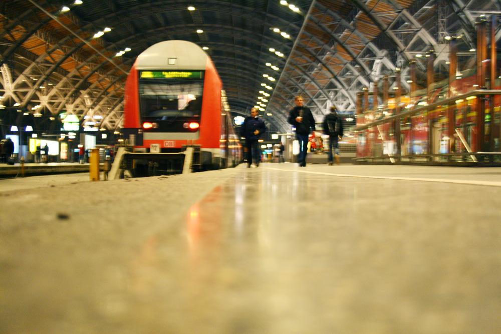Regionalzug im Hauptbahnhof Leipzig. Foto: Ralf Julke