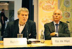 "Dr. Jürgen Reiche und Ulrich Op de Hipt, Kurator der Ausstellung ""Immer bunter"". Foto: Ralf Julke"