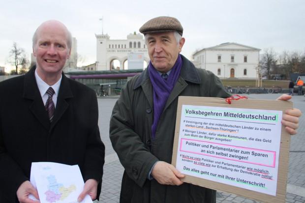 Die Unterschriftensammler Bernward Rothe und Roland Mey im kalten Winter 2014. Foto: Ralf Julke