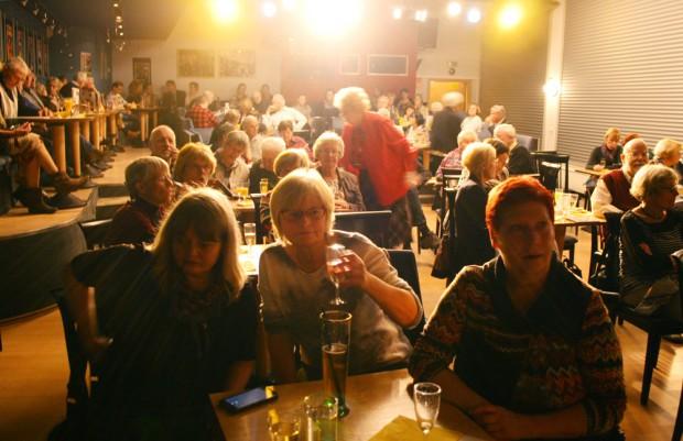 Saal des Kabaretttheaters Sanftwut zur Jubiläumsfeier der Lene-Voigt-Gesellschaft. Foto: Ralf Julke