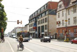 Wird ab 2016 Baustelle: Georg-Schumann-Straße zwischen S-Bahnhof und Huygensplatz. Foto: Ralf Julke