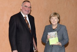 Angela Merkel mit Haik Thomas Porada, IfL. Foto: Karsten Kraehmer