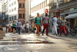 Flanieren in der Grimmaischen Straße. Foto: Ralf Julke