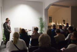 """1. Themenabend """"gesprächsbereit: Trauer - Kultur -Dialog"""". Foto: URGA Urnengewand"""