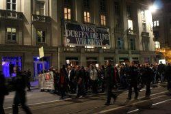 Wieso die und wir nicht. Am Schauspiel gibt es Fragen und klare Ansagen gegen Legida. Foto: L-IZ.de