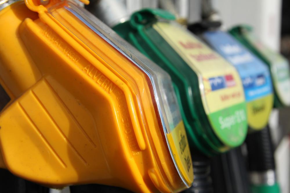 Zapfhähne an der Tankstelle. Foto: Matthias Weidemann