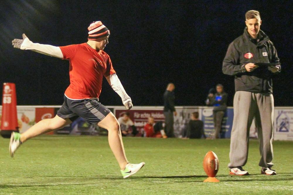 Etwa 20 junge Football-Falken zeigten beim Probetraining ihr Können. Foto: Jan Kaefer