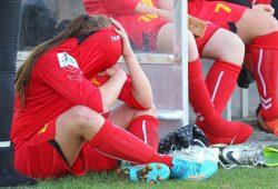 Tränen der Enttäuschung bei Marie-Luise Herrmann, die gerade mit Gelb-Rot vom Platz gestellt worden war. Foto: Jan Kaefer