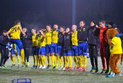 Der 10. Sieg in Folge wurde von den Lok-Spielern ausgelassen gefeiert. Foto: Jan Kaefer