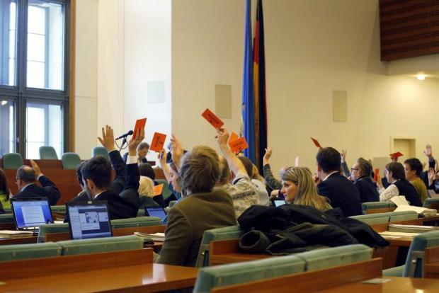 Abstimmung im Stadtrat. Am Ende ging die Mehrheit gegen die Linie 9 Richtung Markkleeberg. Foto: L-IZ.de