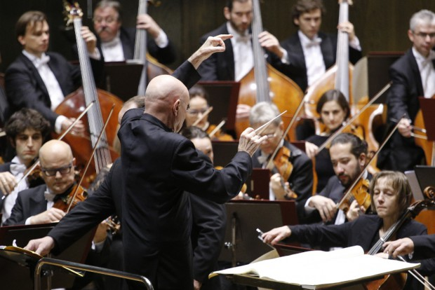 Christoph Eschenbach dirigiert das Gewandhausorchester. Foto: Alexander Böhm