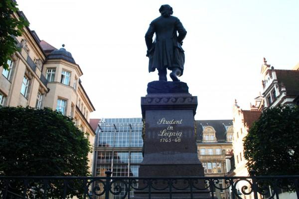 Direkt auf dem Weg in Auerbachs Keller: Goethe auf dem Naschmarkt. Foto: Ralf Julke